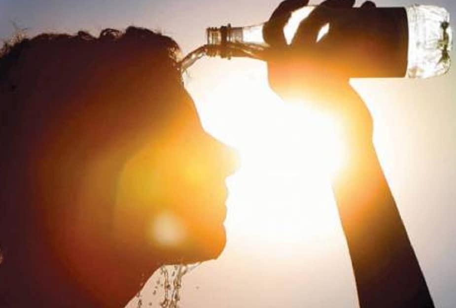 পাশের রাজ্য ওড়িশায় আগামী তিন দিন ঝড় বৃষ্টির সম্ভাবনা রয়েছে। আগামিকাল ঝড়-বৃষ্টির সম্ভাবনা বেশি। ওড়িশা সংলগ্ন পশ্চিমবঙ্গের দু-একটি জেলার কিছু অংশে হালকা বৃষ্টি হতে পারে। দক্ষিণবঙ্গ, উত্তরবঙ্গের বাকি অংশে বৃষ্টির কোন সম্ভাবনা নেই। সামান্য হলেও তাপমাত্রা বাড়তে পারে আগামী কয়েকদিনে।