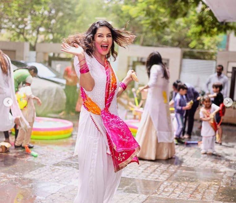 সোশ্যাল মিডিয়ায় সানির ছবি প্রকাশ্যে আসতেই তা ভাইরাল হতে খুব বেশি সময় লাগেনি ৷ Photo Courtesy: Sunny Leone/Instagram
