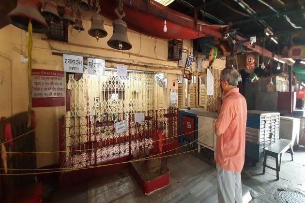অক্ষয় তৃতীয়ার দিনেও ধূ ধূ করছে লেক কালীবাড়ি, দোকানে কোনও মতে ধূপ জ্বেলে পুজো