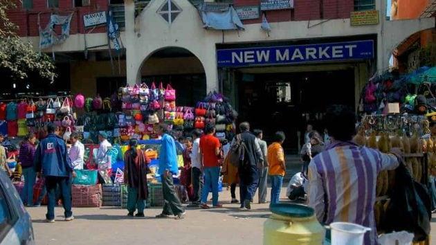 প্রচারই সার! বেনিয়মকেই নিয়ম করেছে কলকাতা, হু হু করে বাড়ছে সংক্রমণ
