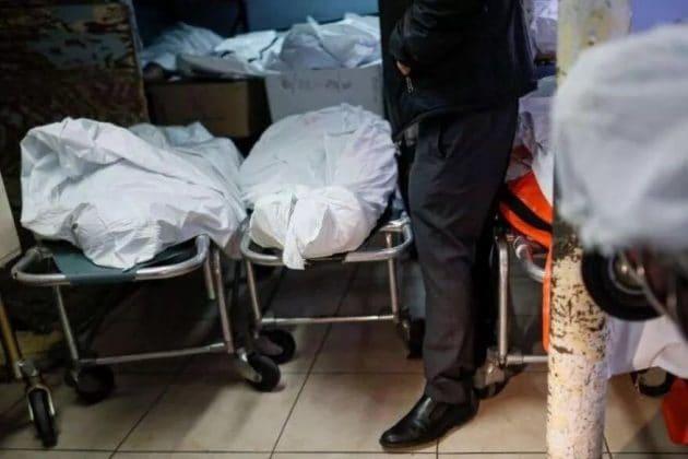 'মৃতদেহ গোনা বন্ধ করে দিয়েছি', মার্কিন দম্পতি বাড়ির বারান্দায় বসে দেখছেন মৃত্যু মিছিল
