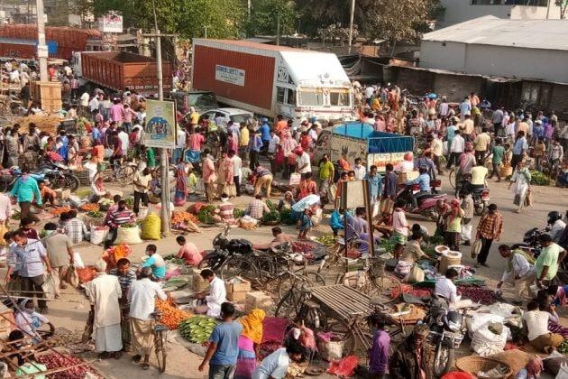 বাজারে বিপদ! সব্জি বিক্রেতার শরীরে করোনা, হোম কোয়ারেন্টাইনে দু' হাজার