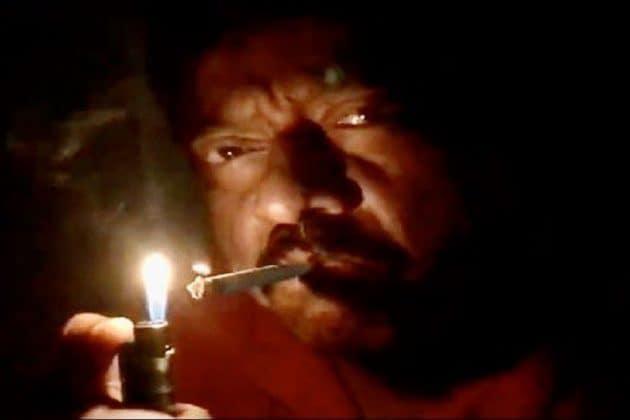 প্রধানমন্ত্রীর ডাকে সাড়া দিয়ে মোমবাতি নয়, সিগারেট জ্বালিয়ে বিতর্কে পরিচালক রাম গোপাল বর্মা