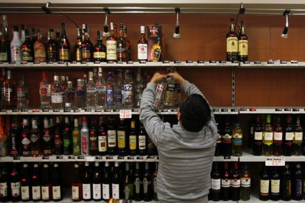 Liquor Shop| 'সব নিয়ে নাও, শুধু একটা বোতল দাও,' মদের দোকান খুলতেই নেটিজেনরা... দেখুন