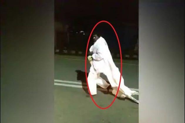 Viral Video| রাস্তা থেকে ব্যবহৃত তুলে PPE পরে দেদার শহরে ঘুরল এক ব্যক্তি, এলাকায় আতঙ্ক চরমে