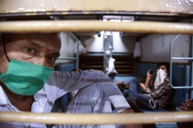 টিকিট বিক্রিতে বিভ্রান্তি চায় না রেল, আজ বিকেল থেকেই অনলাইনে শুরু বুকিং