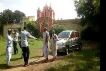 রশি দিয়ে টানা হল ফুলে সাজানো চারচাকা গাড়ি, তাতেই মন্দিরপ্রাঙ্গন ঘুরলেন জগন্নাথ