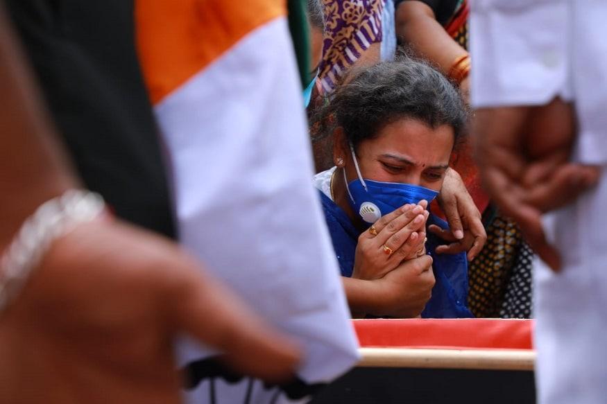 দেশের স্বার্থে ফের প্রাণ দিলেন ভারতীয় সেনার আরও এক জওয়ান, সন্তোষ বাবু ৷ তাঁর মৃত্যুতে তেলঙ্গানার সূর্যপেটে শোকের ছায়া নেমেছে ৷ বিশেষ রিপোর্ট, রিপোর্টিং - H Venkatesh   News 18,
