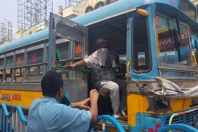 যান সমস্যা কাটাতে কলকাতায় রোপ-ট্যাক্সি? নামতে পারে দ্রুতগতির জলযান! ভাবনা শুরু বাস ভাড়া নিয়ে