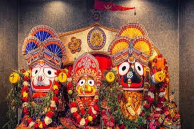 উত্তর দিনাজপুরের হেমতাবাদে মাস্ক পরে, সামাজিক দূরত্ব বজায় রেখেই রথের দড়ি টানলেন ভক্তরা