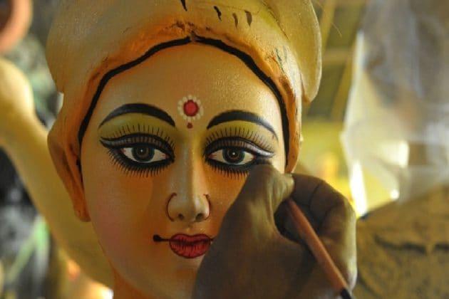 স্যানিটাইজড হয়েই সপরিবারে ট্রাম্পের দেশে চললেন কুমোরটুলির দেবী দুর্গা