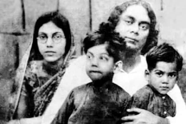 Fathers Day 2020 | সন্তানকে চোখে হারাতেন, চিঠিতে বিলকুল বদলে যান 'রাগী' নজরুল