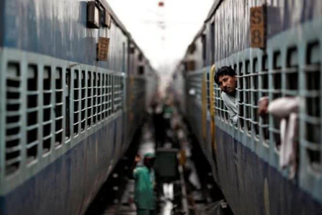 করোনার ধাক্কা ভারতীয় রেলে! সুরক্ষার সঙ্গে আপোশ না করে ৫০% শূন্যপদ বিলোপের নির্দেশ