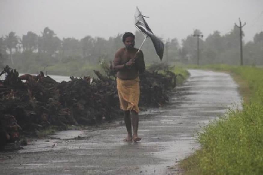 আলিপুরদুয়ারেও ২০০ মিলিমিটারের বেশি বৃষ্টি হতে পারে। মালদহ ও দক্ষিণ দিনাজপুরেও ভারী বৃষ্টির পূর্বাভাস রয়েছে।