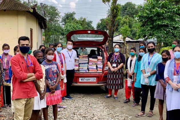 চা বাগানের অভাবী, অসহায় পড়ুয়াদের ১০ টাকায় টিউশন পড়াচ্ছেন শিলিগুড়ির নন্দী দম্পতি, সঙ্গে 'মোবাইল লাইব্রেরি'
