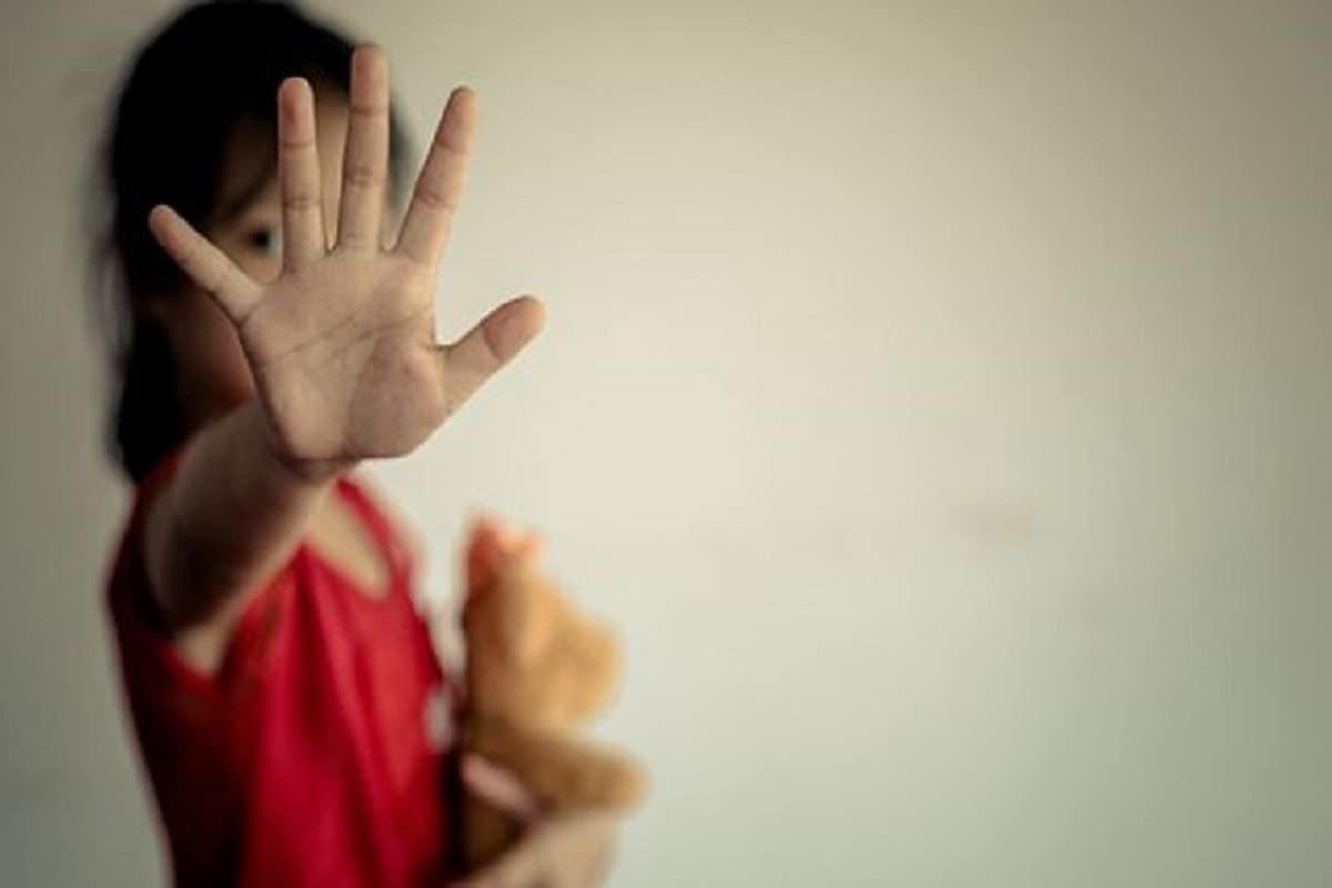 ▪️মোট ৬ জন শ্রমিকের কুনজর ছিল ১৪ বছরের কিশোরীর ওপর৷ উত্তরপ্রদেশের বাসিন্দা এই ৬ শ্রমিক কাজ করতে গিয়েছিল কেরলে৷ কিন্তু কাজের বদলে অপকাজ করে পালল সখান থেকে৷ লকডাউনে যখন হাজারও মানুষ পড়লেন সমস্যায়, তখন নিজেদের পাপ ঢাকতে সেই লকডাউনকেই কাজে লাগল ৩ শ্রমিক৷ ধর্ষণ করে পালিয়ে এল বাড়ি!