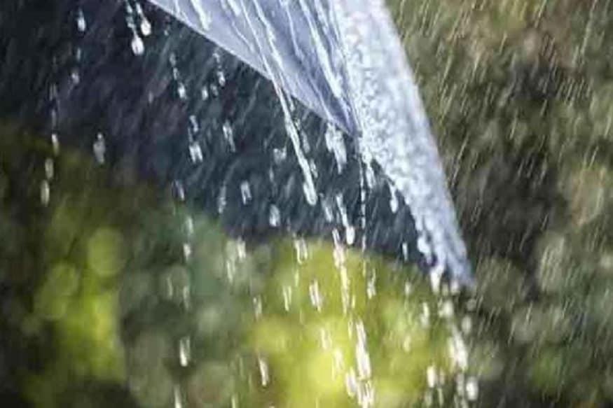 ▪️রবিবার উত্তরবঙ্গে বিক্ষিপ্ত ভারী বৃষ্টির সম্ভাবনা।অতি ভারী বৃষ্টি হতে পারে দার্জিলিং কালিম্পং জলপাইগুড়ির পার্বত্য এলাকায়। কোচবিহার ও আলিপুরদুয়ারে ভারী বৃষ্টির পূর্বাভাস। সোমবার উত্তরবঙ্গের উপরের পাঁচ জেলাতেই অতি ভারী বৃষ্টির সর্তকতা। দার্জিলিং কালিম্পং জলপাইগুড়ি আলিপুরদুয়ার কোচবিহারে ভারী থেকে অতি ভারী বৃষ্টি । মঙ্গলবারও ভারী বৃষ্টি চলবে উত্তরবঙ্গে।দার্জিলিং কালিম্পং জলপাইগুড়ি আলিপুরদুয়ার কোচবিহার মালদা উত্তর ও দক্ষিণ দিনাজপুর এ ভারী বৃষ্টির সম্ভাবনা।