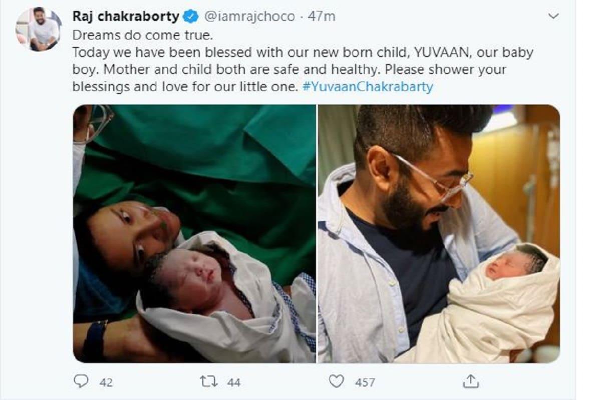 নিজের ট্যুইটে রাজ লিখেছেন Dreams do come true.Today we have been blessed with our new born child, YUVAAN, our baby boy. Mother and child both are safe and healthy. Please shower your blessings and love for our little one. #YuvaanChakrabarty- অর্থাৎ স্বপ্নও সত্যি হয়, আজ আমাদের সন্তান জন্মাল, আমরা সৌভাগ্যবান, যুভান আমাদের ছেলে৷ মা ও ছেলে দুজনেই সুস্থ আছে৷ আমাদের ছোট্টটার জন্য আপনাদের আশীর্বাদ দেবেন৷ Photo- Courtesy- Twitter