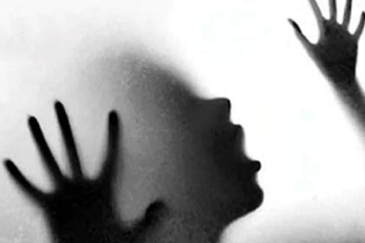 জানা গিয়েছে, অভিযুক্তরা প্রত্যেকেই ওই নির্যাতিতার গ্রামেরই বাসিন্দা৷ সোশ্যাল মিডিয়ায় গণধর্ষণেরভিডিও ছড়িয়ে পড়ার পরই নাবালিকার পরিজন এবং পুলিশ ঘটনার কথা জানতে পারে৷প্রতীকী ছবি