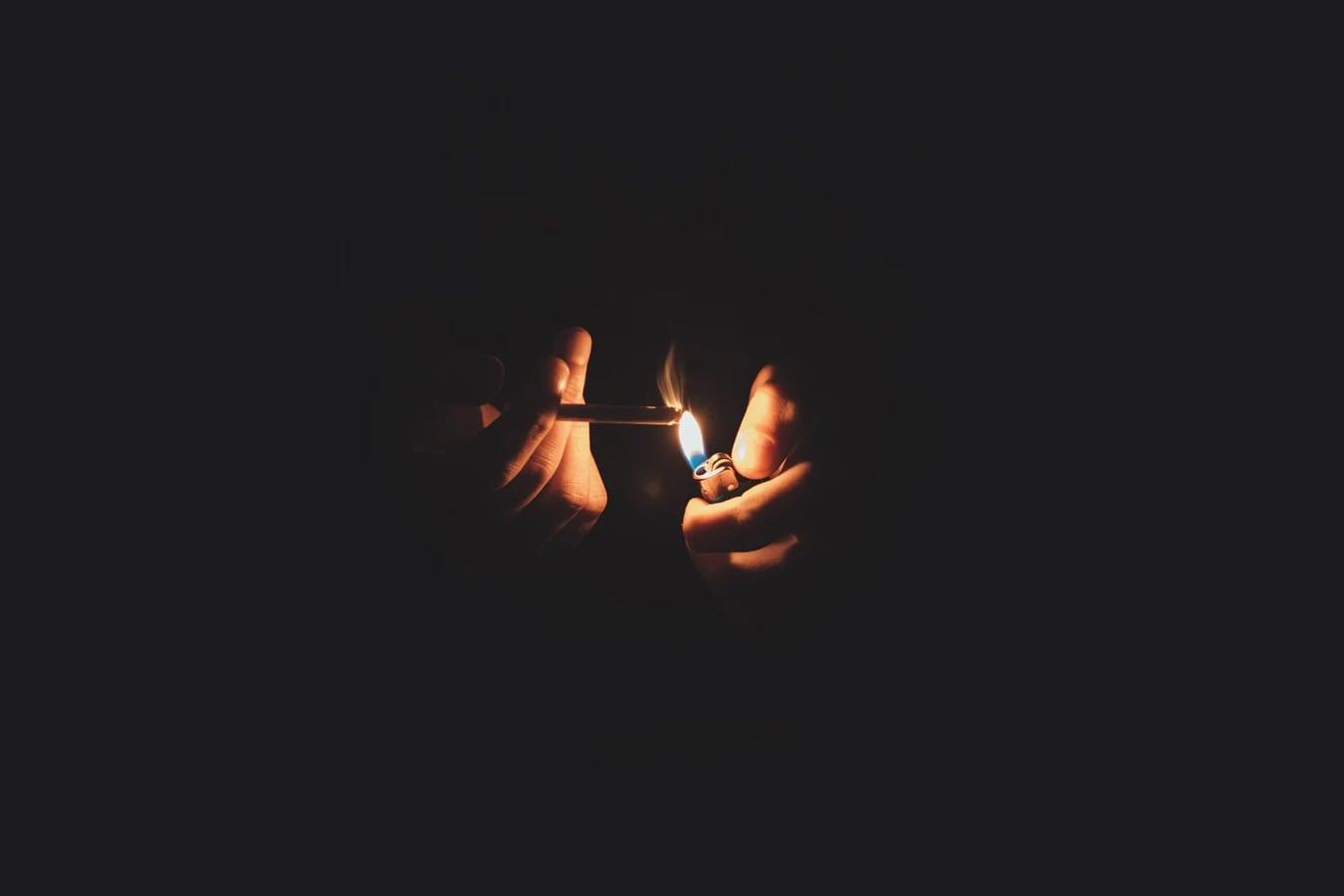নিজের কাজের ফাঁকেই গান শোনা বা ভিডিও দেখার পাশাপাশি ধূমপান স্বাস্থ্যে কী প্রভাব ফেলতে পারে, তেমন কোনও ভিডিও দেখা দরকার।
