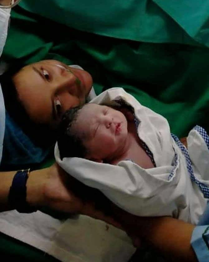 """• সন্তান জন্মানোর কয়েক ঘণ্টার মধ্যেই শুভশ্রী নিজের সোশ্যাল মিডিয়া হ্যান্ডেলে সদ্যোজাতর প্রথম ছবি শেয়ার করেন ৷ জানান, ছেলের নাম YuvaanChakraborty ৷ শুভশ্রী ছেলের ছবি পোস্ট করে ক্যাপশনে লেখেন, '' We are blessed with a baby boy!! YUVAAN says """"Hello"""" to you all ...।'' তবে ইউভানের জন্মের কিছুক্ষণের মধ্যেই সোশ্যাল মিডিয়া ছেয়ে যায় তার নামে ভুযো অ্যাকাউন্টে । বাধ্য হয়েই ময়দানে নামতে হয় রাজকে । সকলকে তিনি অনুরোধ করেন, ইউভান খুই ছোট । তাকে নিয়ে যেন এমন কাজ মানুষ না করেন । ছবি: ইনস্টাগ্রাম ।"""