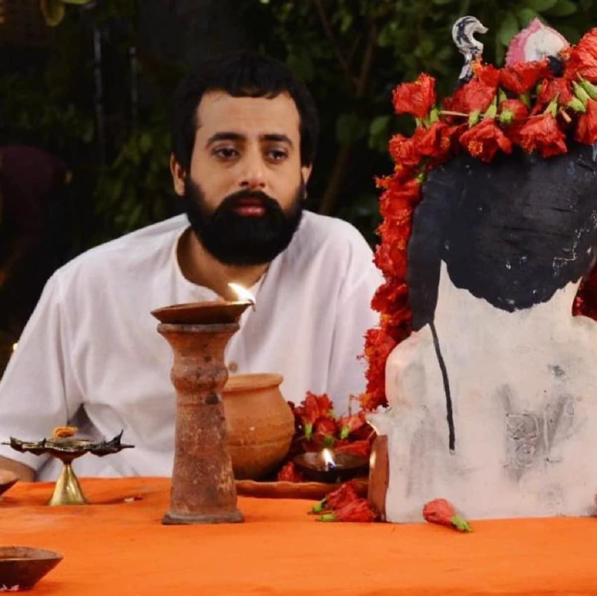 আর সেই জন্যই টেলিভিশনের সব ধারাবহিককে পিঁছনে ফেলে দিয়ে টিআরপি দৌড়ে সব থেকে এগিয়ে 'রানি রাসমণি'। photo source collected