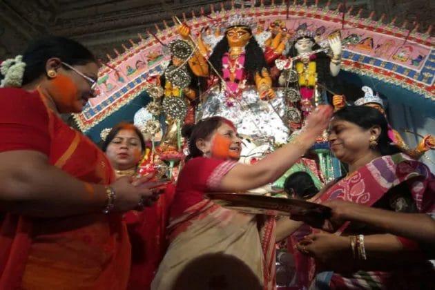 সিঁদুর অক্ষয় হয় সধবার...করোনায় বন্ধ হল কৃষ্ণনগর রাজবাড়ির বিখ্যাত সেই সিঁদুর খেলা