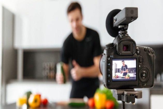 আপনি কি Vlog  বানান ? তাহলে আপনার জন্য সেরা ক্যামেরা এগুলিই!