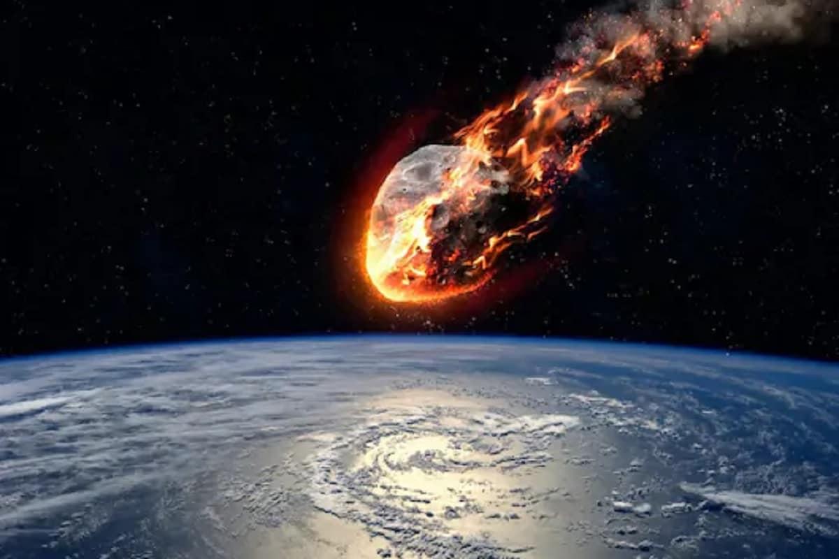 সব ঠিক থাকলে এই বছর ২১ মার্চ পৃথিবীর দিকে ধেয়ে আসছে এক গ্রহাণু। বিজ্ঞানীদের কথায়, এটি সম্ভবত সব চেয়ে বড় ও দ্রুততম গ্রহাণু, যা বিগত ২০০ বছরে পৃথিবীর সব চেয়ে কাছে আসতে চলেছে। NASA-র তরফে এই গ্রহাণুর নাম দেওয়া হয়েছে Asteroid 2001 FO32।