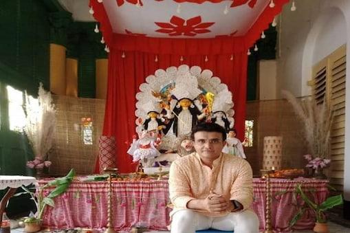 পরনে পাঞ্জাবি আর সেই পাঞ্জাবির হাতা গোটানো... এহেন বাঙালিকে দেখে বহু রমণীর হৃদয়ই পিংপং বলের মতো লাফাতে থাকবে... আর সেই বাঙালি যদি হন সৌরভ গঙ্গোপাধ্যায়, তাহলে ? বলা বাহূল্য!