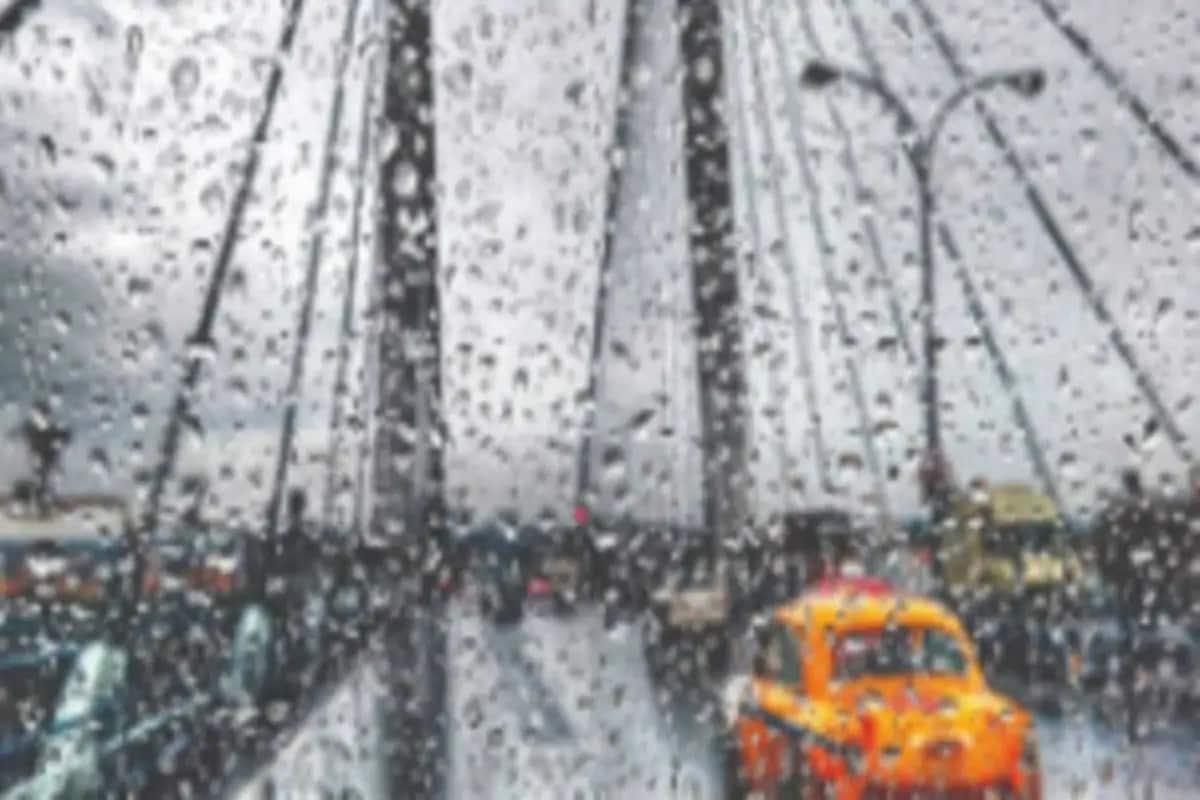 পুজোয় রাজ্যজুড়ে ঝড়বৃষ্টির পূর্বাভাস দিল হাওয়া অফিস। আবহবিদরা জানাচ্ছেন, সপ্তমীতে ভাসবে কলকাতা। বৃষ্টির সঙ্গে বইতে পারে ৫০ কিলোমিটার বেগে ঝোড়ো হাওয়া।