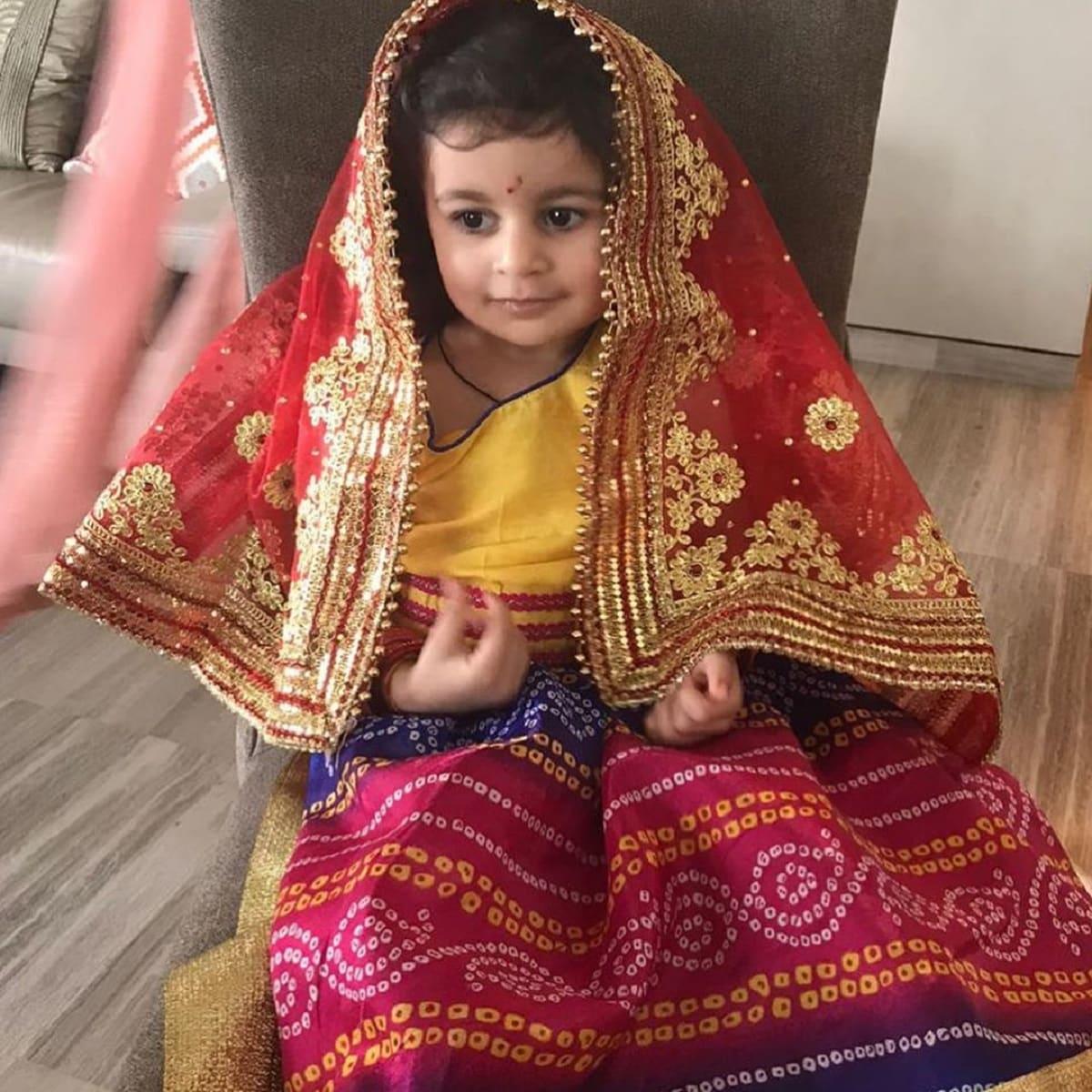 দু'দিন আগেই ছিল লক্ষ্মী পুজো। আর এই দিন নিজের দু'বছরের শিশু কন্যাকে মা লক্ষ্মী সাজিয়ে পুজো করলেন অভিনেতা। photo source Instagram