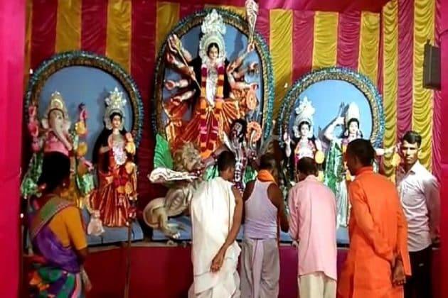 করোনা বিধি মেনে সিঙ্গারদহে শুরু হল সোনামতি কুম্ভরানী দূর্গাপুজো