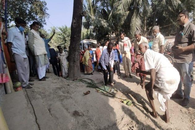 জমির সবজি-ফল মা জগদ্ধাত্রীকে নিবেদন করেন পূর্ব বর্ধমানের বিদ্যানগরের বাসিন্দারা