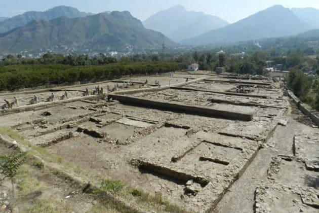 পাকিস্তানের সোয়াত উপত্যকায় উদ্ধার হল ১৩০০ বছরের পুরনো বিশালাকার বিষ্ণু মন্দির