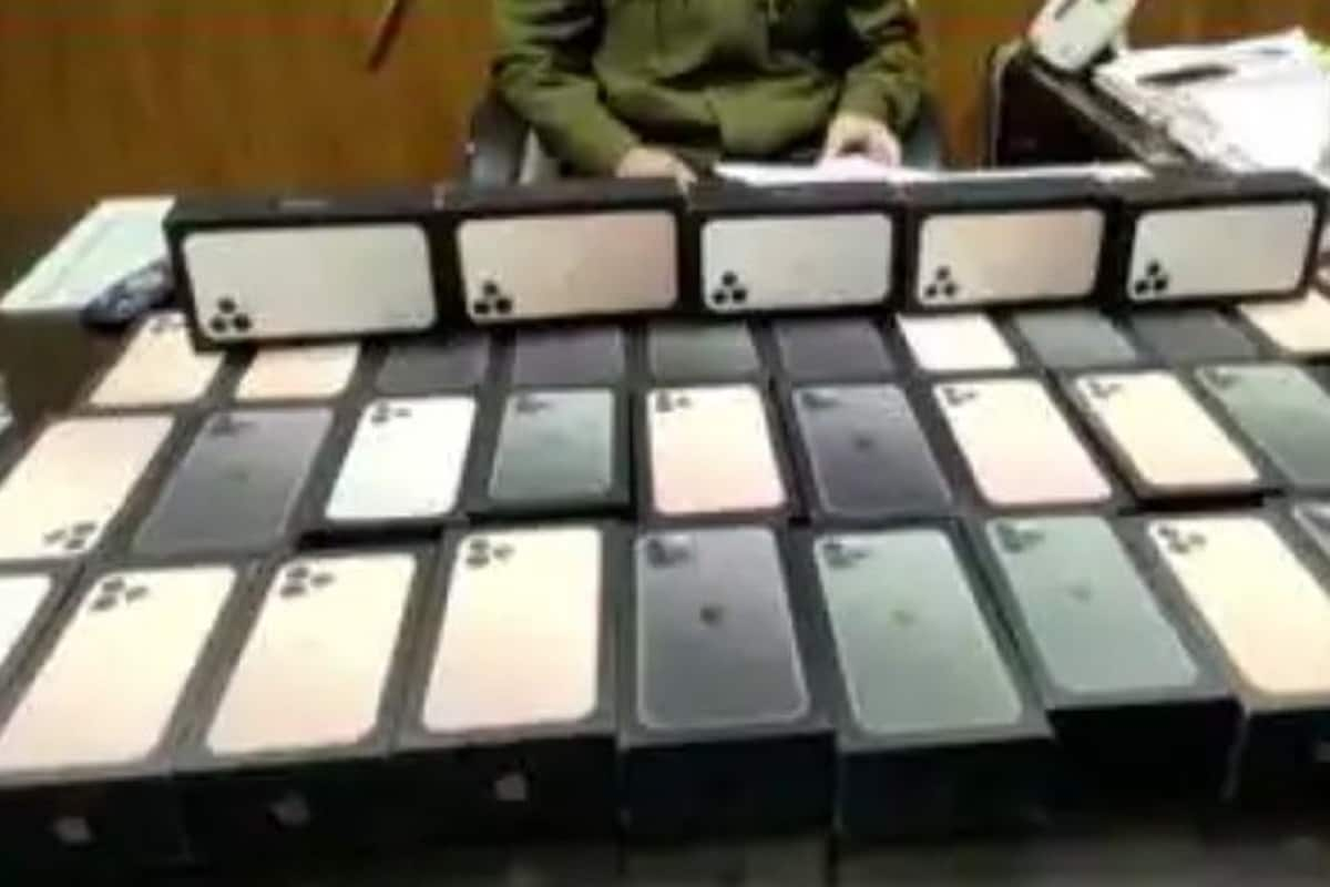 •অ্যামজনের (Amazon)গুদাম থেকে খোয়া যাওয়া ৩৮টি আইফোনের (iPhones) খোঁজ মিলল অবশেষে৷ Photo Courtesy-ANI