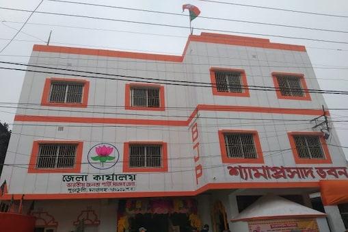 উদ্বোধনের দিনই বিজেপির পার্টি অফিস বেআইনি বলল পুরসভা, 'ভেঙে দেখাক' পাল্টা বিজেপি