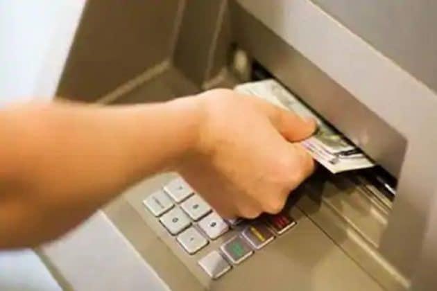 SBI ATM কার্ড ব্যবহার করছেন ? তাহলে অবশ্যই জেনে রাখুন ৯টি জিনিস....
