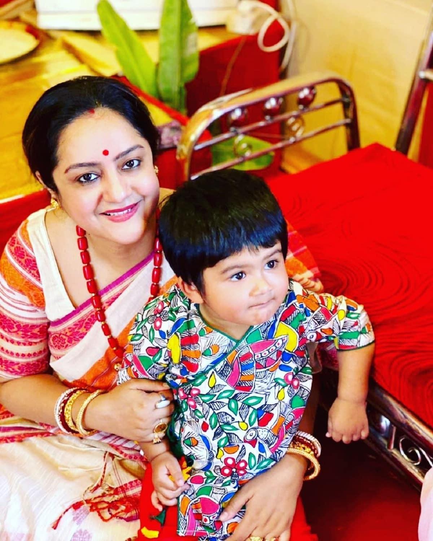 ছেলের হাতেখড়ির ছবি ইনস্টাগ্রামে শেয়ার করলেন সুদীপা। photo source Instagram