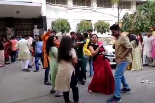 সরস্বতী পুজোয় কলকাতা বিশ্ববিদ্যালয়ে 'টুম্পা সোনা' গান, উদ্দাম নাচ! তদন্তের নির্দেশ উপাচার্যের