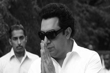 'থালাইভি' ছবিতে মারুথুর গোপালা রামচন্দ্রন (এমজিআর)-এর চরিত্রে অভিনয় করেছেন অরবিন্দ স্বামী। কয়েক মাস আগেই নিজের লুক শেয়ার করে সোশ্যাল মিডিয়ায় একাধিক ছবি পোস্ট করেছিলেন অভিনেতা। এমন এক চরিত্রে অভিনয় করার সুযোগ পেয়ে গর্বিত অভিনেতা ধন্যবাদ জানিয়েছিলেন ছবির পরিচালক এ এল বিজয় এবং প্রযোজক বিষ্ণু বর্ধন ইন্দুরিকে।