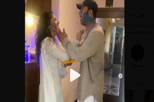 Viral Video: হবু স্বামীকে আবির মাখিয়ে, প্রণাম করে, চুমতে ভরালেন অঙ্কিতা লোখান্ডে !
