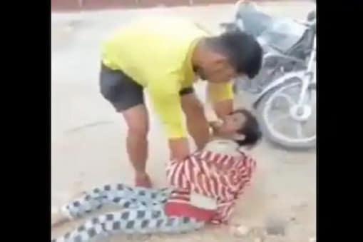 Delhi Riots: 'পাকিস্তান মূর্দাবাদ' না বলায় রাজধানীতে যুবককে প্রকাশ্য রাস্তায় প্রচণ্ড মার!