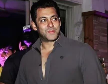 Bollywood Bachelor: শুধু সলমন নন, বলিউডে আরও অনেক পুরুষের বিয়ের অপেক্ষায় সকলে...