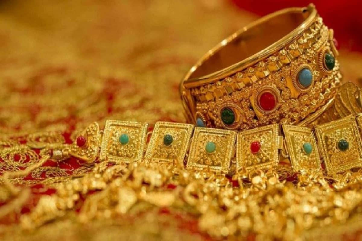 কলকাতায় ২২ ও ২৪ ক্যারাট সোনার দাম (Gold Price Today) মোট বেড়েছে ৮,০০০ টাকারও বেশি ৷ প্রতীকী ছবি ৷