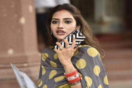 Nusrat Jahan: জ্যামে আটকে নুসরত যা করলেন ! তুমুল ভাইরাল ভিডিও