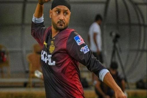 IPL 2021: KKR জার্সিতে হরভজন সিংয়ের অভিষেক, ৬৯৯ দিন পরে ৪০ এ নতুন শুরু