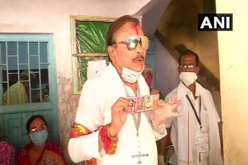 Madan Mitra: পকেটে কী? বাহিনীর সঙ্গে বচসায় জড়িয়ে 'দাদার' চিরচেনা জবাব, 'আই অ্যাম মদন মিত্র'!