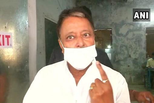 Mukul Roy: সকাল সকাল 'ময়দানে' মুকুল রায়, কাঁচরাপাড়ায় ভোটদান কৃষ্ণনগরের বিজেপি প্রার্থীর
