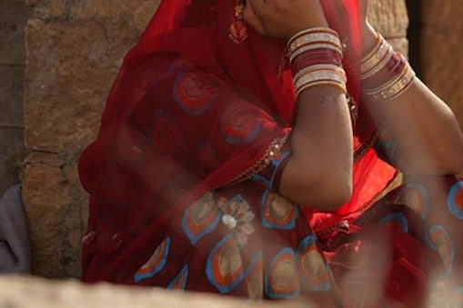 UP Rape: দাদা নেই বাড়িতে! মাথায় বন্দুক ধরে বৌদিকে গণধর্ষণ করল দেওর ও তার বন্ধুরা